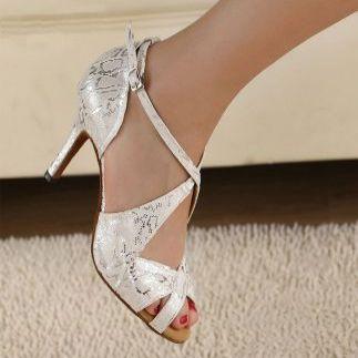 Menyecske cipő